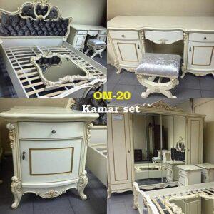 Kamar set Bahan kayu mahoni, dipan plus 2 nakas lemari 4 pintu kombinas kaca, meja rias finishing duco list gold