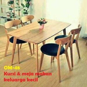 Kursi & meja makan keluarga kecil.  Meja ukuran 120x70x75 cm dan 4 kursi