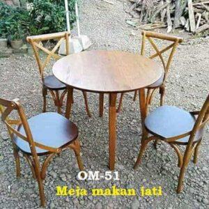 Meja makan jati.  4 Kursi 1 Meja diameter 90 cm